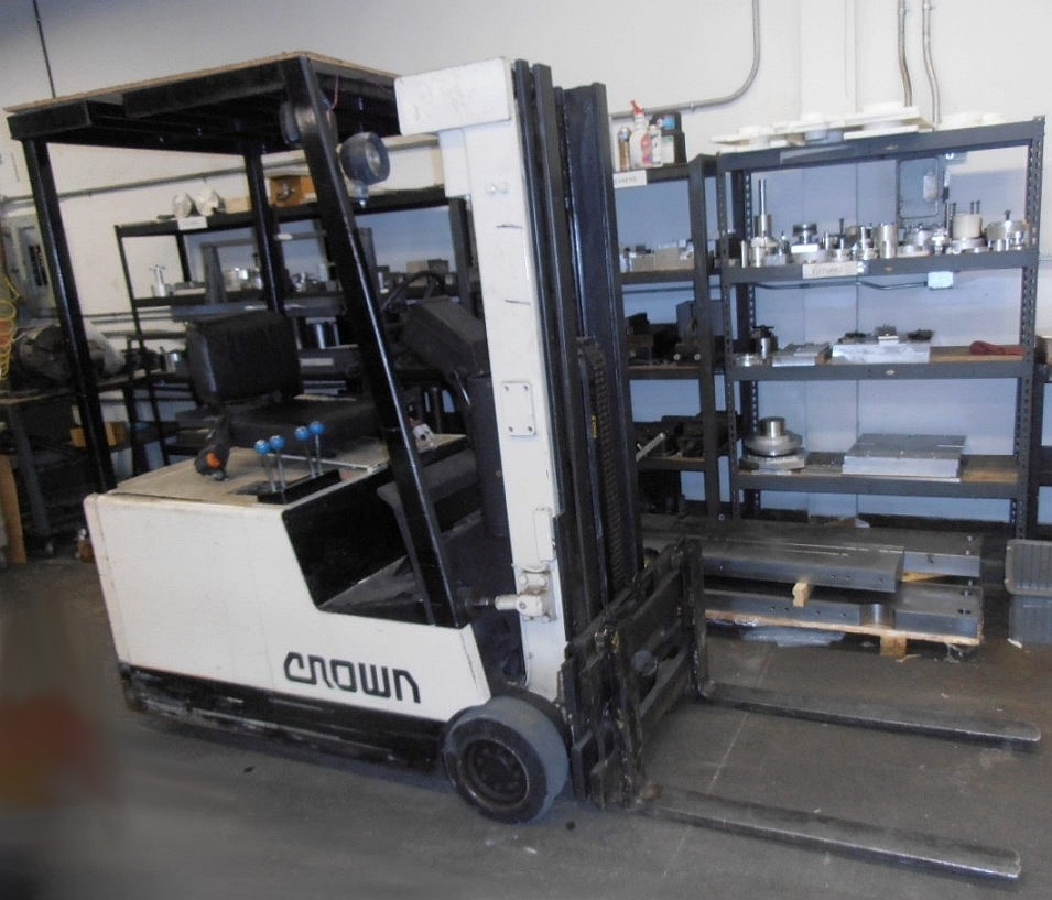"Crown 35SCTT-172 3,000 Lb. Capacity 3-Wheel Electric Fork Lift, Sit-down Rider Style, 2-Stage Mast, 172"" Max. Height, 39"" Forks, Cushion Tires, Battery Charger"